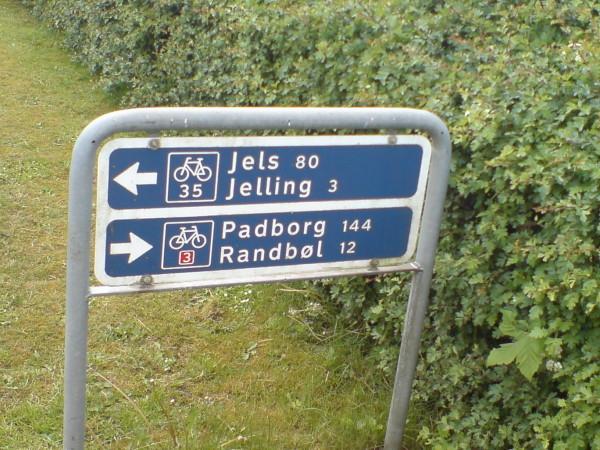 Bild: Abzweig nach Jelling Heerweg/Ochsenweg Dänemark Fahrrad Amelix