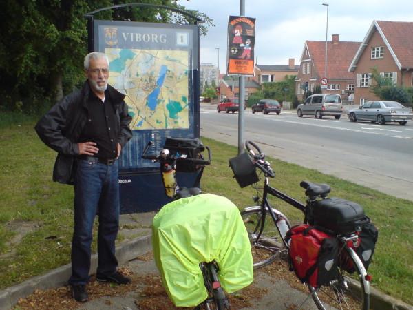 Bild: Klaus vor Stadtplan Heerweg/Ochsenweg Dänemark Fahrrad Amelix