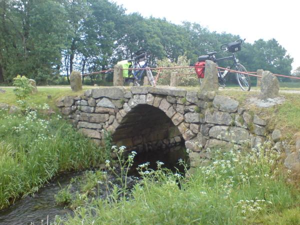 Bild:Povls Bro vor Klip lev mit unseren Fahrrädern Amelix