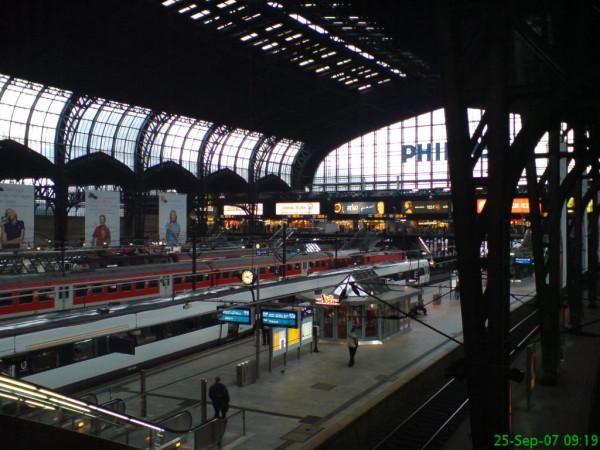 Bild:Bahnhof Hamburg 25.09.07 Fahrrad Amelix