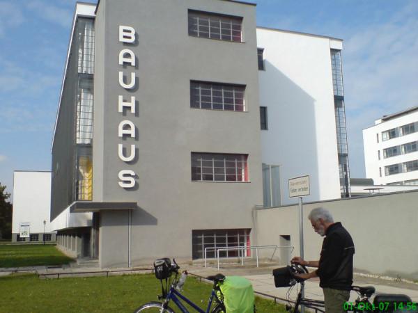 Bild: Fahrrad Elbe Radweg  Bauhaus Dessau Amelix