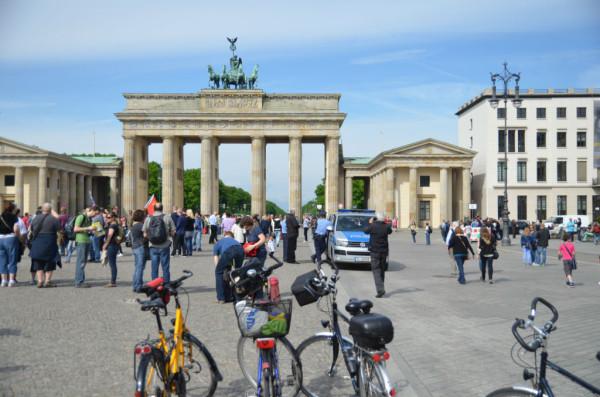Bild: Trubel vorm Brandenburger Tor Fahrrad Amelix