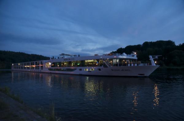 Bild: Main-Kreuzfahrtschiff in Marktheidenfeld Fahrrad Amelix